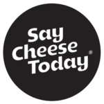 Alkmaar_in_a_Box_X_Say_Cheese_Today_Logo_Alkmaarse_Kerstpakketten_Jubileumgeschenken
